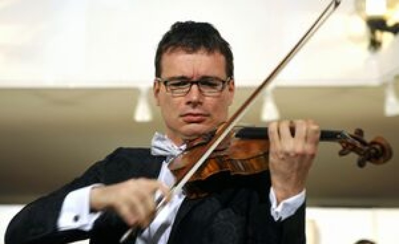 Violonistul Alexandru Tomescu va lansa, luni, albumul 'Stradivari Obsessions'