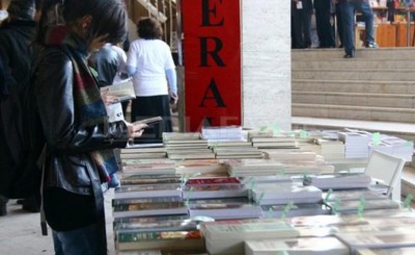 Prima ediţie a Salonului de Carte Bookfest Ardeal: Peste 10.000 de cărţi, puse în vânzare