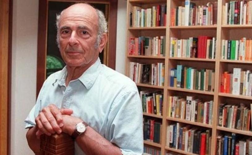 Poetul american, Louis Simpson, deţinător al unui premiu Pulitzer a murit la vârsta de 89 de ani