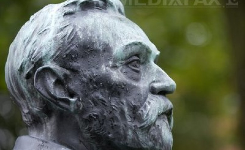 """Alfred Nobel – de la """"comerciant al morţii"""" la """"finanţist al păcii"""""""