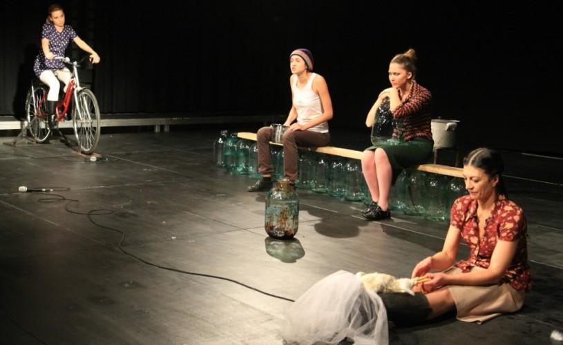 În premieră, la cea de-a 22-a ediţie a Festivalului Naţional de Teatru, a fost acordat Premiul Asociaţiei Internaţionale a Criticilor de Teatru