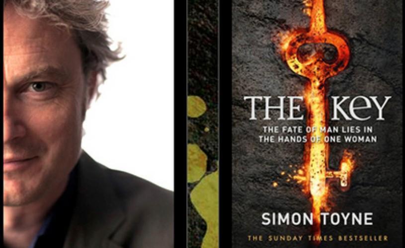 INTERVIU – Simon Toyne: Cel mai mare compliment este când oamenii caută pe Google orasul din romanul meu