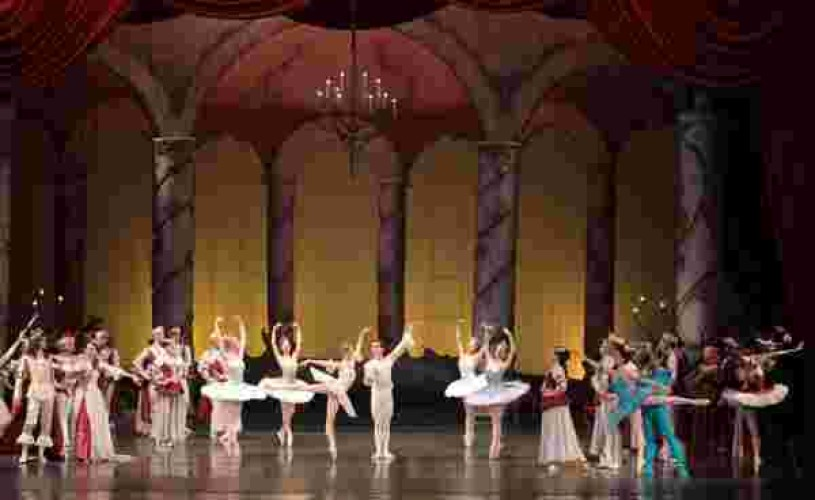 Sena Hidaka,absolventă a Academiei de Balet Vaganova, debuteaza pe scena Operei Naţionale Bucureşti
