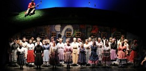 Teatrul ,,Regina Maria'' din Oradea organizează un turneu național cu spectacolul ,,Scripcarul pe acoperiș''