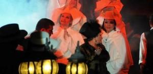 """VIDEO Teatrul Naţional de Operetă """"Ion Dacian"""" prezintă spectacolul """"Paris, mon amour"""" pe scena Teatrului Metropolis"""