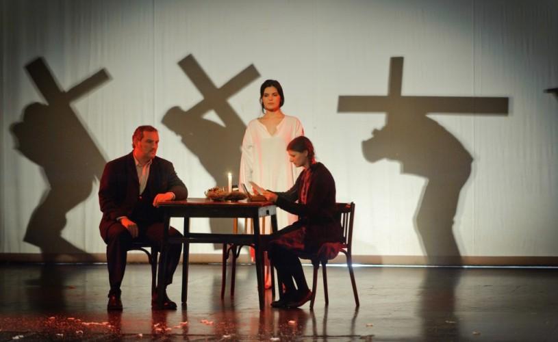 Spectacol în amintirea victimelor comunismului, la Teatrul de pe Lipscani