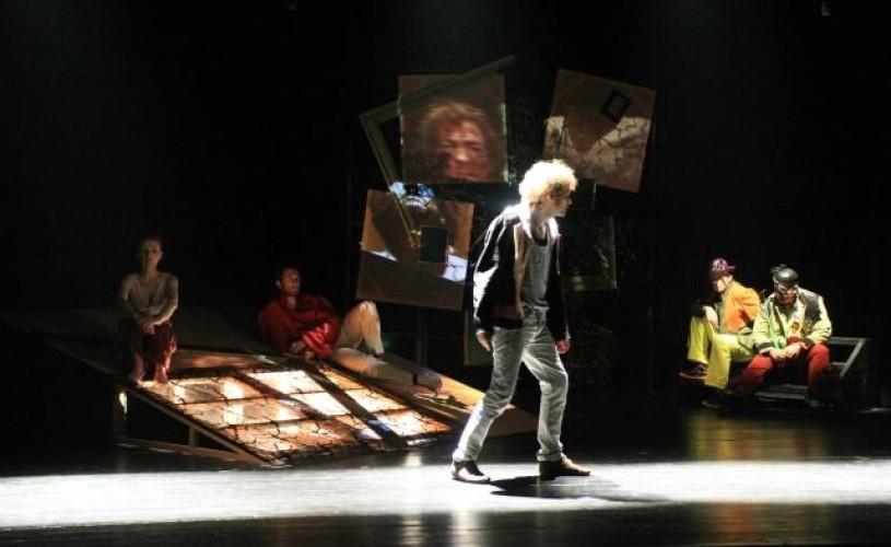 Primul spectacol pentru adolescenţi, la Teatrul Excelsior
