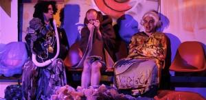 """VIDEO Teatrul Metropolis prezintă în premieră cele două părţi ale producţiei """"Îngeri în America"""", într-o singură reprezentaţie"""