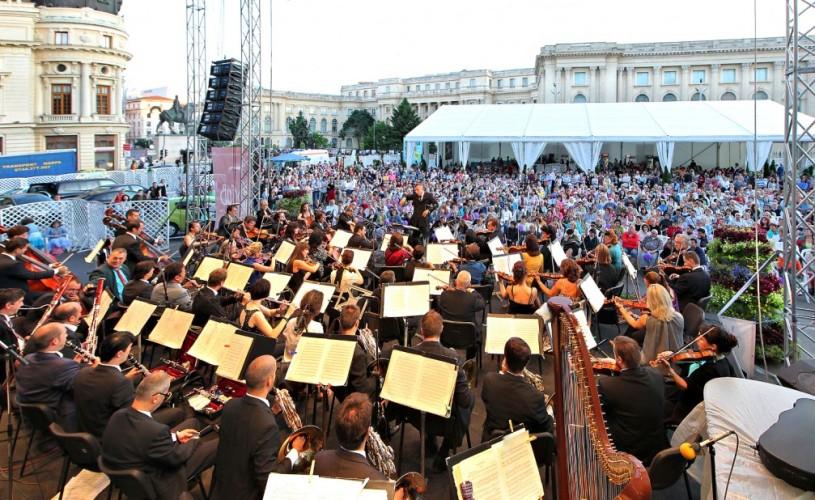 """VIDEO Orchestra Naţională Radio, dirijată de Tiberiu Soare, pianistul Horia Mihail şi violonistul Gabriel Croitoru, la """"Bucharest Music Film Festival"""""""