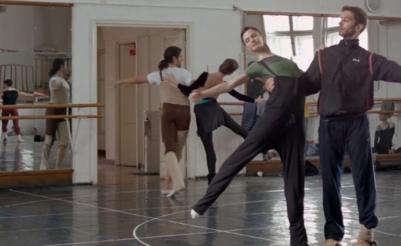 """VIDEO Ateliere de seară pentru copii, cu tema """"Lacul lebedelor"""", la Opera Naţională Bucureşti"""