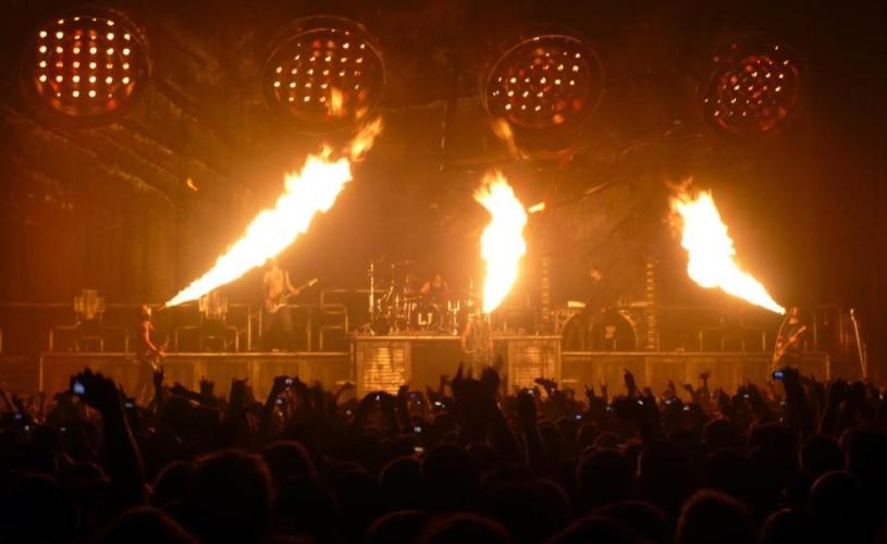 VIDEO Efecte pirotehnice şi o ploaie de spumă la concertul Rammstein de la Rock The City 2013