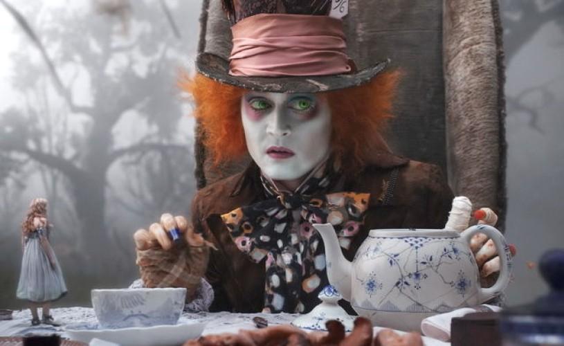 """VIDEO Johnny Depp ar putea juca într-o continuare a filmului """"Alice în Ţara Minunilor"""""""