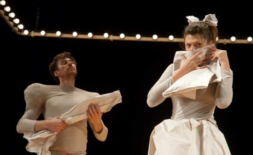 """""""Ubu Rege"""" de Alfred Jarry a avut 23 de reprezentaţii la Festivalul de Teatru de la Avignon"""