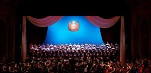 """VIDEO Paradă de trăsuri, maşini de epocă şi 200 de artişti la evenimentul """"Promenada Operei"""", ediţia 2013"""