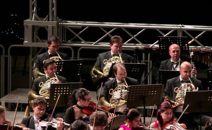 """VIDEO Lawrence Foster dirijează Orchestra Română de Tineret la Festivalul """"George Enescu"""""""