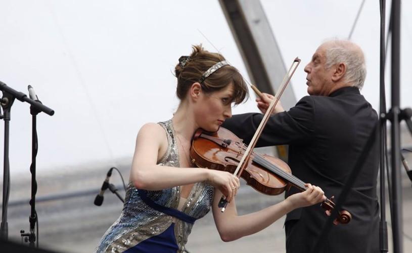 """VIDEO Lisa Batiashvili, una dintre cele mai """"vânate"""" violoniste ale momentului, concertează la Festivalul """"Enescu"""""""