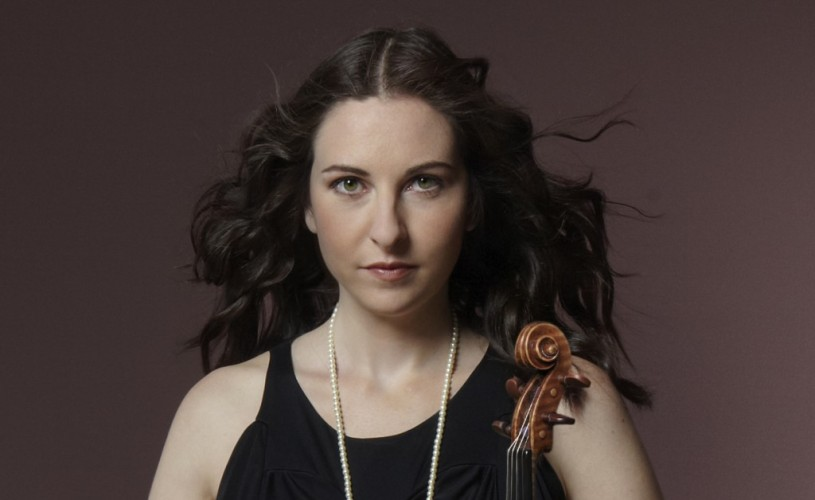 """VIDEO """"O violonistă excepțională"""" (The Guardian), Alissa Margulis urcă pe scena Festivalului """"Enescu"""" sub bagheta dirijorului român Cristian Lupeş"""