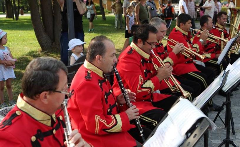 """FOTO Astăzi se lansează tabăra de creaţie """"Eco-Music-Art"""" în Parcul Titan – Parcul Artelor"""