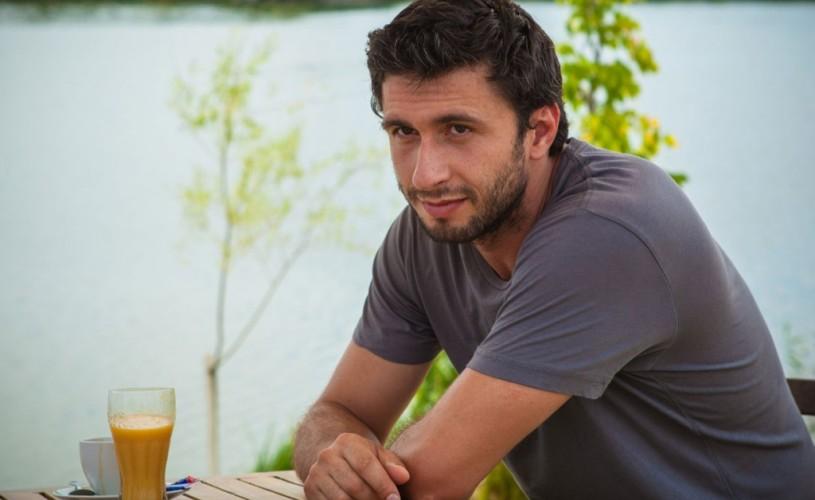 """VIDEO Dragoş Bucur este un """"sexolog golan"""" în """"Love Building"""""""
