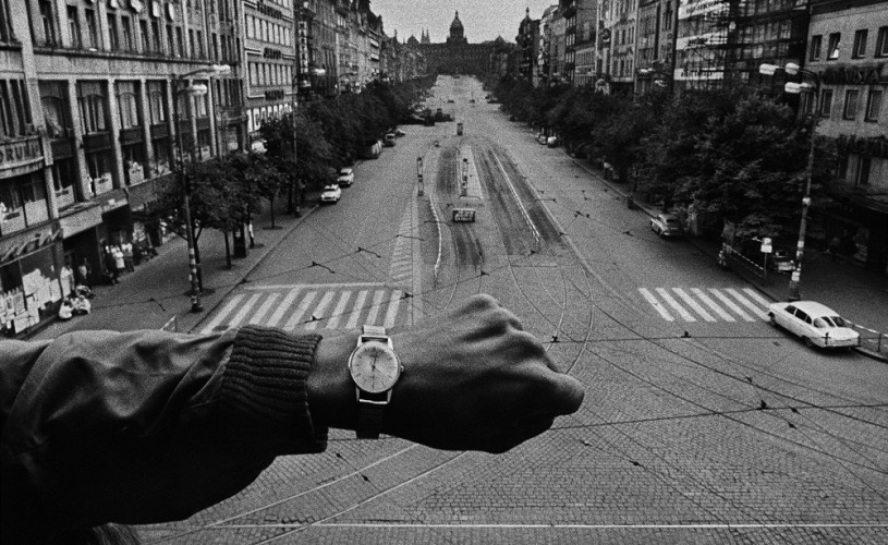 """Expoziţia """"Josef Koudelka – Invazie 68 Praga"""", vernisată la MNAC, pe 17 octombrie"""