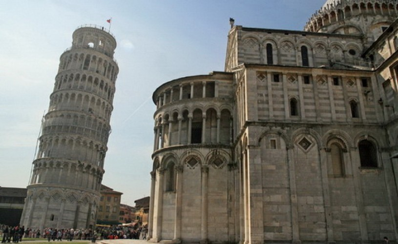 Turnul din Pisa a început să se îndrepte în urma lucrărilor de consolidare