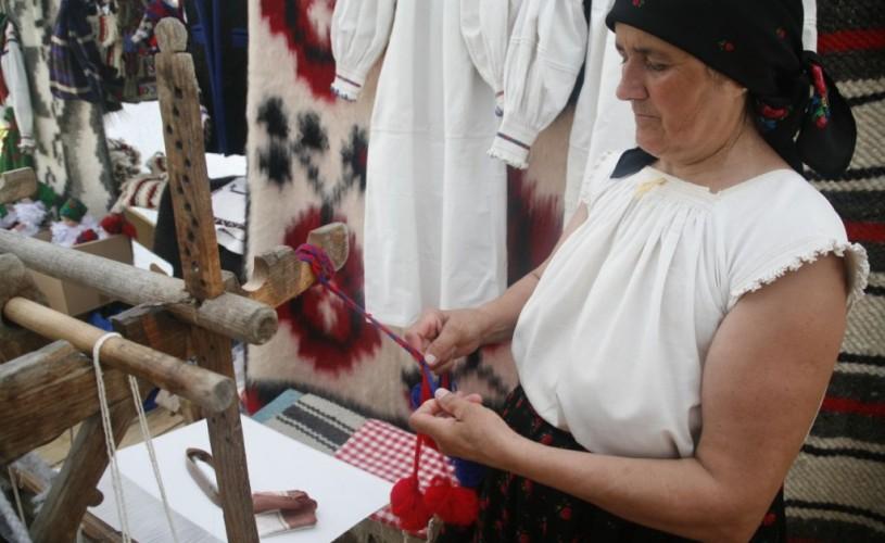 """Tot ce ai fi vrut să înveţi de la bunici, deprinzi la Săpânţa în cadrul festivalului """"Stan Ioan Pătraş"""""""
