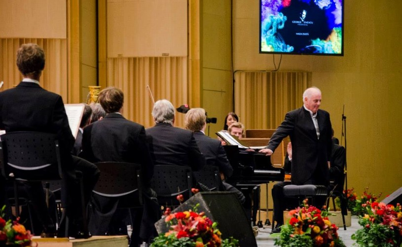 """Daniel Barenboim felicită Corul Filarmonicii ,,George Enescu"""""""