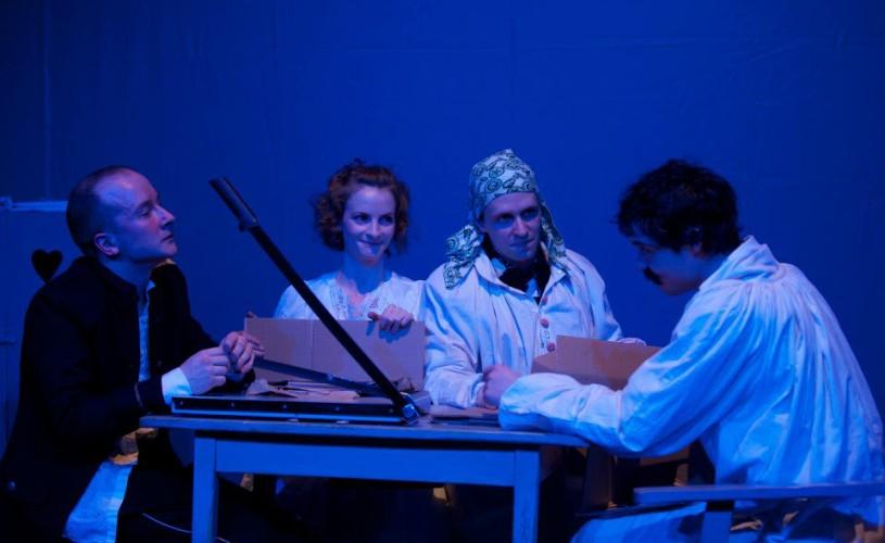 Familia Tot, în regia lui Victor Ioan Frunză, prezentat la Budapesta și Gyula