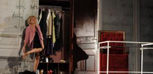 Ofelia Popii joacă pe scena teatrelor de la Iaşi, Arad, Deva şi Călăraşi