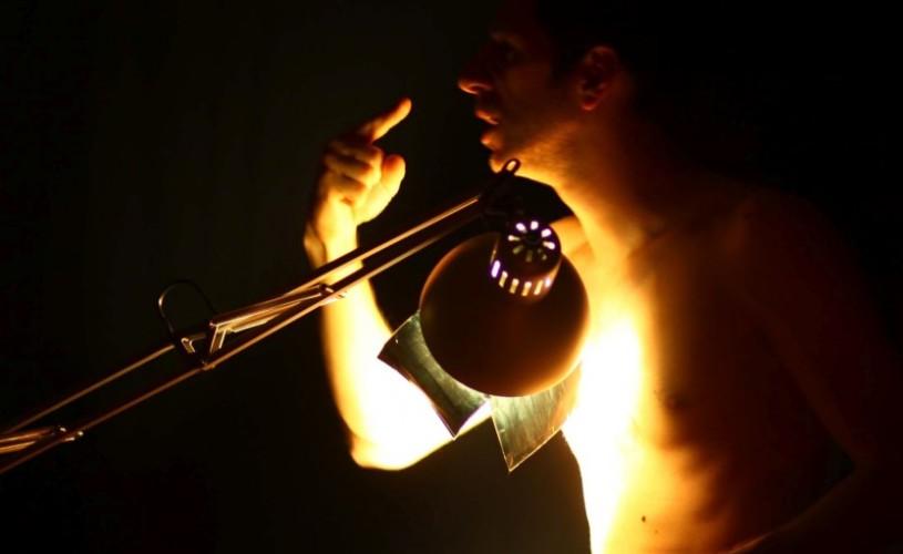 Laurentiu Banescu prezintă un one-man show cu monoloage