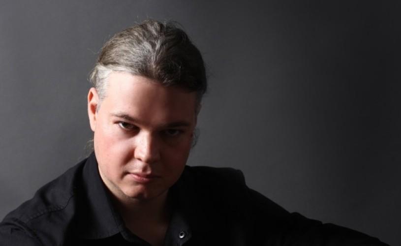 """Oliviu Crâznic, scriitor: """"Să numeşti genul gotic literatură «de nişă» este bizar"""""""