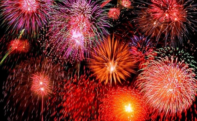 Cel mai spectaculos show de artificii, în Piaţa Constituţiei