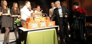 Radu Beligan: 95 de ani, un rol impecabil şi un tort în formă de scenă, la Metropolis