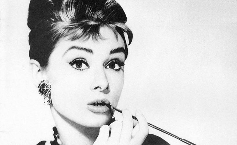 Elvis și Audrey Hepburn, cele mai emblematice coafuri