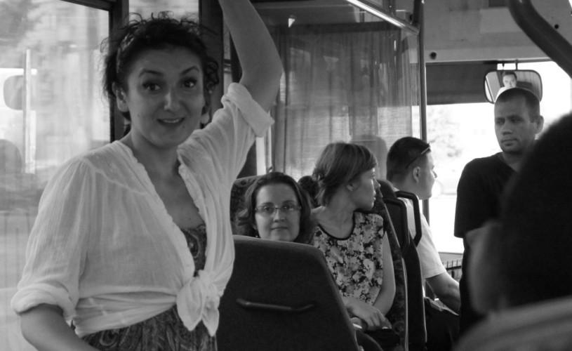 Oracol, un one-woman show despre femeia contemporană