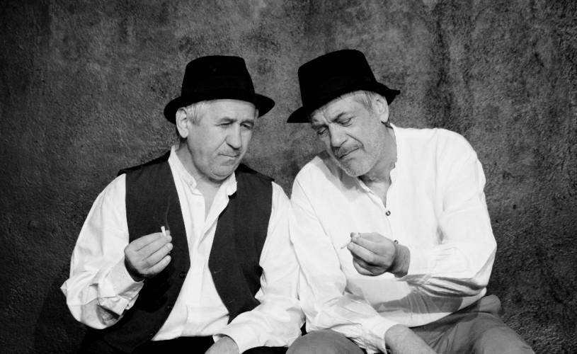 """Marcel Iures şi George Mihăiţă, într-un spectacol după """"Moromeţii"""", la Teatrul Act"""