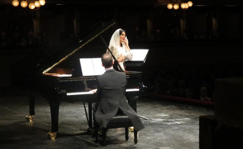 Angela Gheorghiu, în costum popular românesc, la Scala din Milano