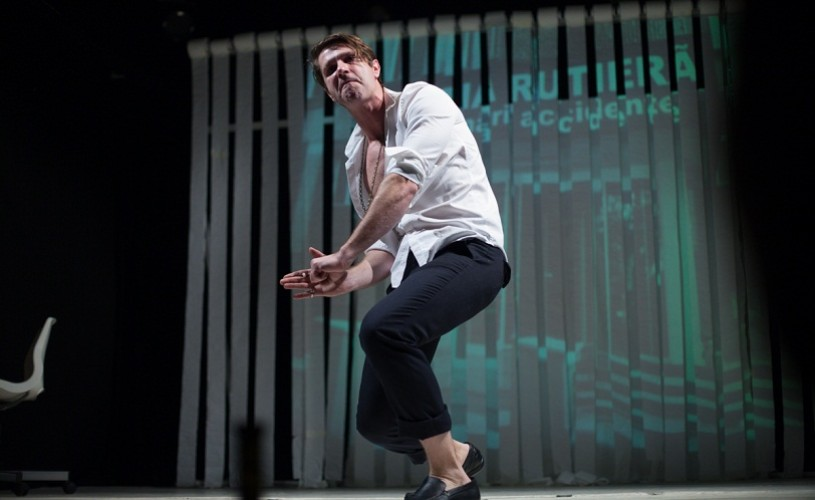 Derapaje, un un one man show cu Radu Iacoban