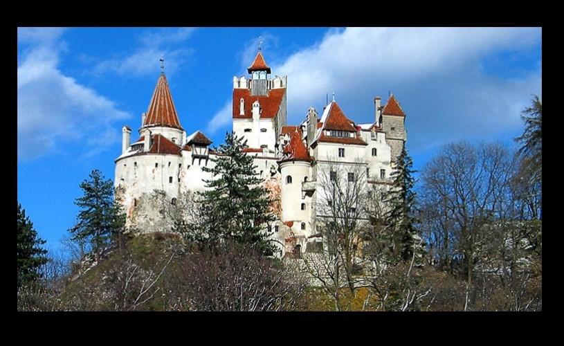 """Castelul Bran, """"misteriosul edificiu, care atrage legiuni de fani ai vampirilor"""""""