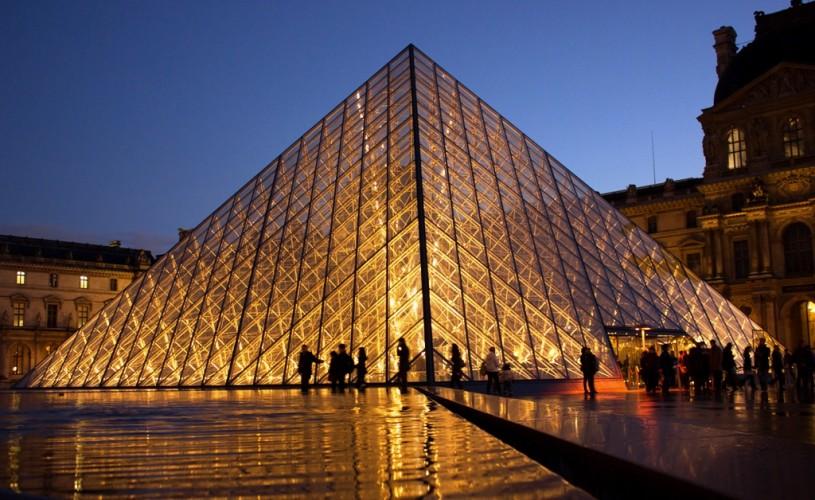 Muzeul Luvru, în pericol. Şobolani în plin centru al Parisului