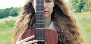 """Lizabett Russo, muzician: """"Muzica este cea mai bună şi ieftină terapie pentru trup şi suflet"""""""