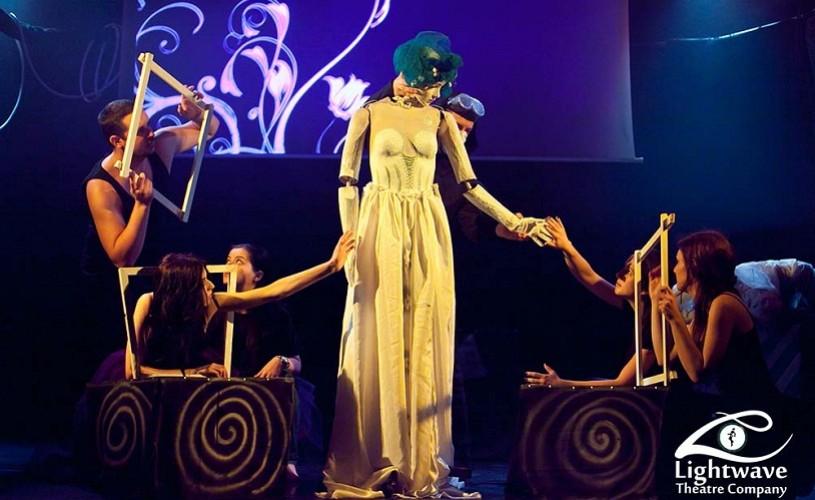 Iubitafizica, un spectacol cu păpuşi pentru oameni mari, la Godot Cafe Teatru