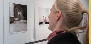 """O fotografie """"selfie"""" semnată de Sabina Ulubeanu,  expusă la Viena"""