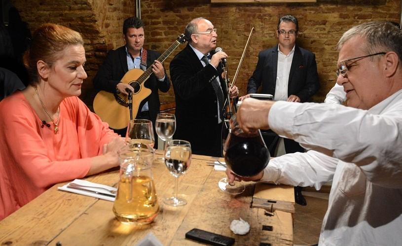 Mircea Dinescu la masă cu Maia Morgenstern, la Politică şi delicateţuri