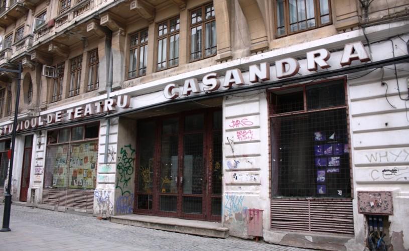 """Protest mut în Centrul Vechi: """"Salvaţi studioul de teatru Casandra!"""""""