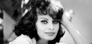 Sophia Loren spune că s-au făcut presiuni asupra sa să îşi