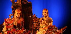 Piesă pentru frate și soră - misterul din spatele cortinei