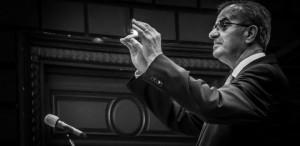 """Voicu Enăchescu, dirijor: """"Când ne aflăm în faţa publicului, încercăm să fim sinceri cu noi înşine"""""""