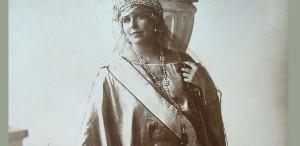 Expozitie inspirată de povestea Reginei Maria, la Sinaia