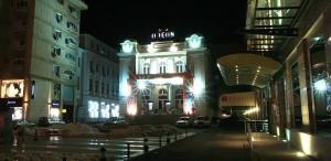 Teatrul Odeon, 70
